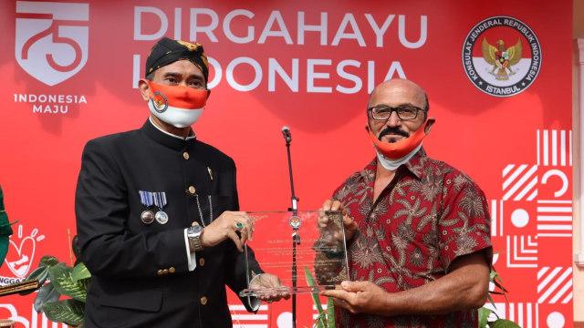 HUT ke-75 RI, KJRI Istanbul Beri Friends of Indonesia Award ke WN Turki (493245)