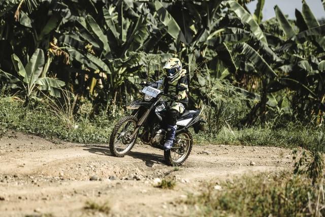 Foto: Garuk Tanah Pakai Yamaha WR 155 R di Bukit Hambalang (90837)
