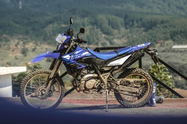 Foto: Garuk Tanah Pakai Yamaha WR 155 R di Bukit Hambalang (90840)