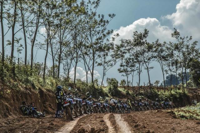 Foto: Garuk Tanah Pakai Yamaha WR 155 R di Bukit Hambalang (90839)