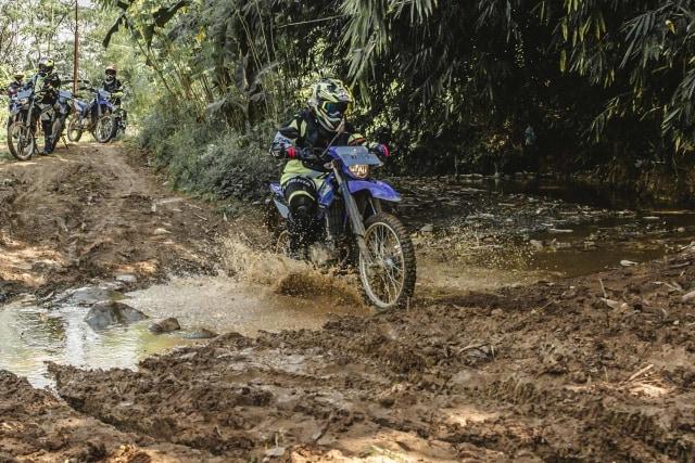 Foto: Garuk Tanah Pakai Yamaha WR 155 R di Bukit Hambalang (90833)