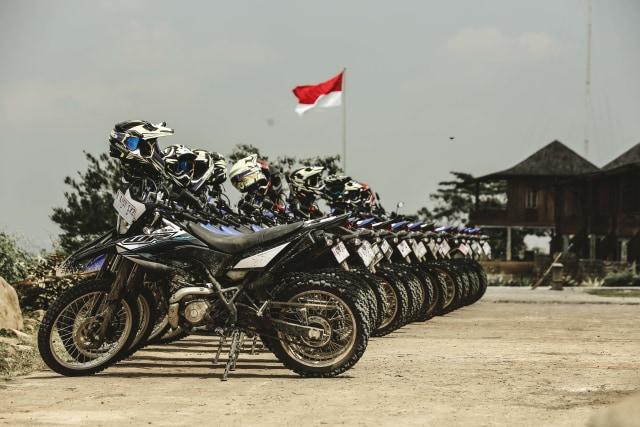 Foto: Garuk Tanah Pakai Yamaha WR 155 R di Bukit Hambalang (90823)
