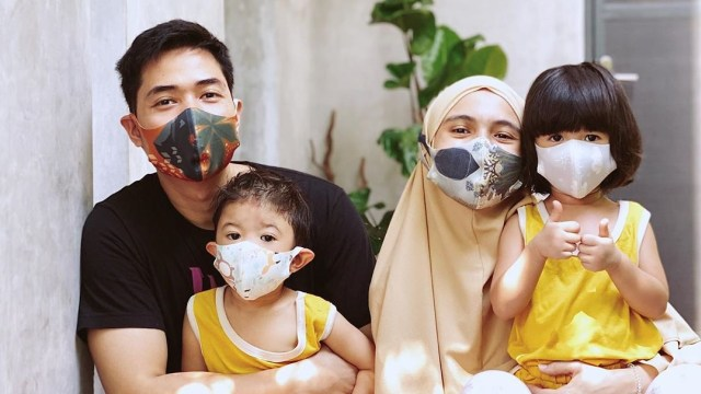 8 Seleb yang Punya Foto Kompak Pakai Masker dengan Anak di Masa Pandemi (38808)