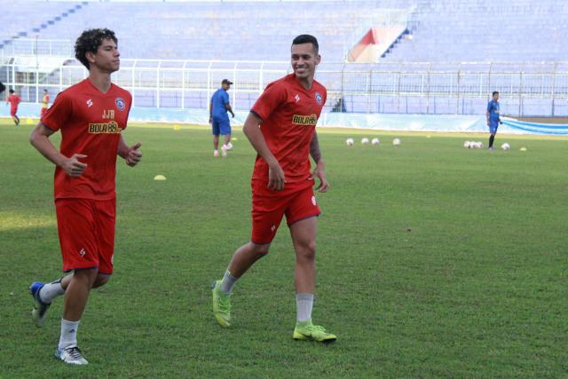 Resmi Dikontrak Arema FC, Duo Singa Muda Brazil akan Naturalisasi (240357)