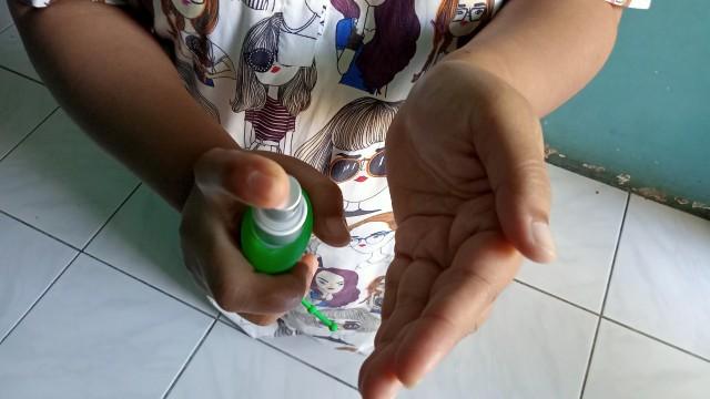 Tips Menggunakan Hand Sanitizer Supaya Tak Kering di Tangan (270247)
