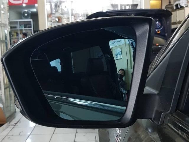 Solusi Mudah Bikin Kaca Spion Bebas Buram di Musim Hujan (70348)