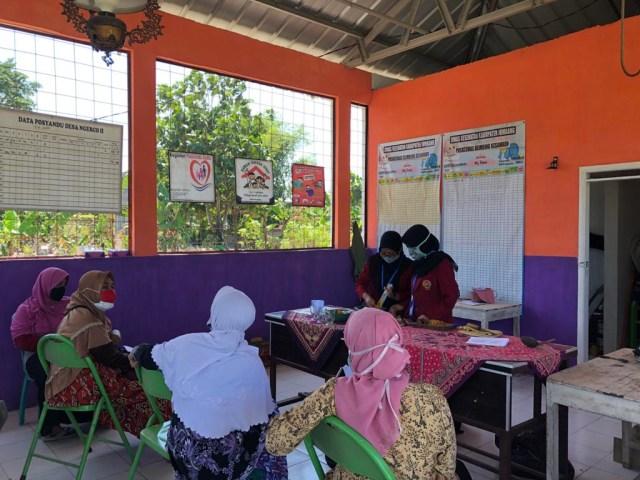Kelompok 23 PMM UMM  Adakan Pelatihan Pembuatan Jamu Tradisional (54072)