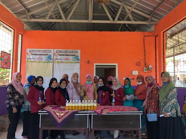 Kelompok 23 PMM UMM  Adakan Pelatihan Pembuatan Jamu Tradisional (54073)