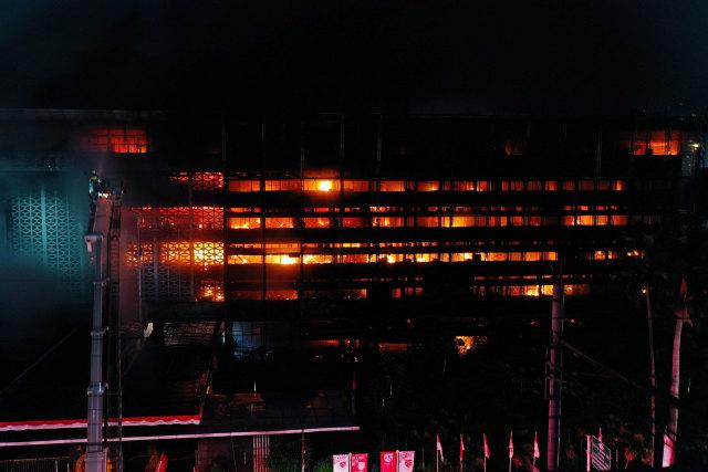 Kriminal Jabodetabek: Penjambret HP Bocah Ditangkap; Ekspose Kebakaran Kejagung (20550)