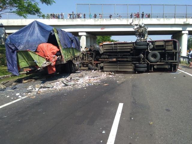 Bus Terguling di Tol Cipali KM 150, 4 Orang Meninggal Dunia (985610)