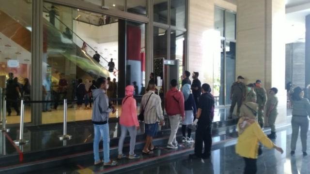 Cegah Pengunjung Kembali Membeludak, Videotron Mal Tentrem Semarang Dimatikan (4669)