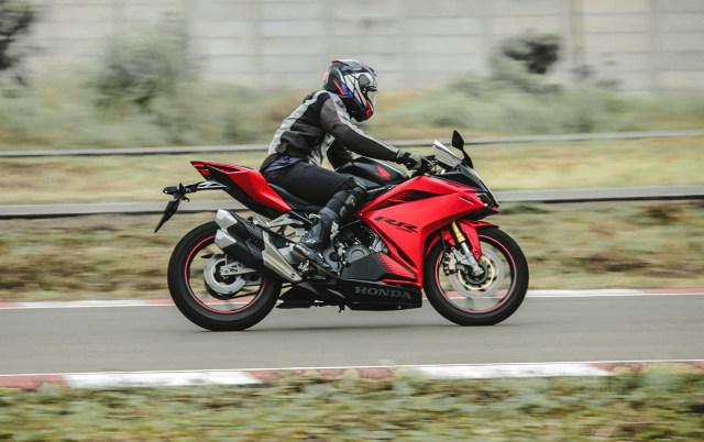 Catatan Kami Setelah Menggeber Honda CBR250RR SP Quick Shifter di Sirkuit  (56440)