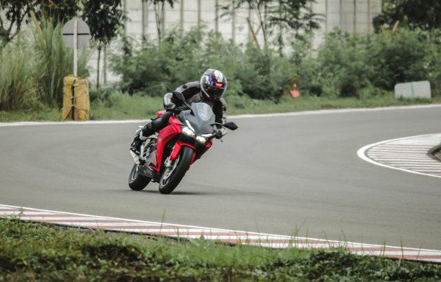 Catatan Kami Setelah Menggeber Honda CBR250RR SP Quick Shifter di Sirkuit  (56439)