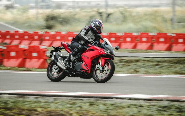 Catatan Kami Setelah Menggeber Honda CBR250RR SP Quick Shifter di Sirkuit  (56436)