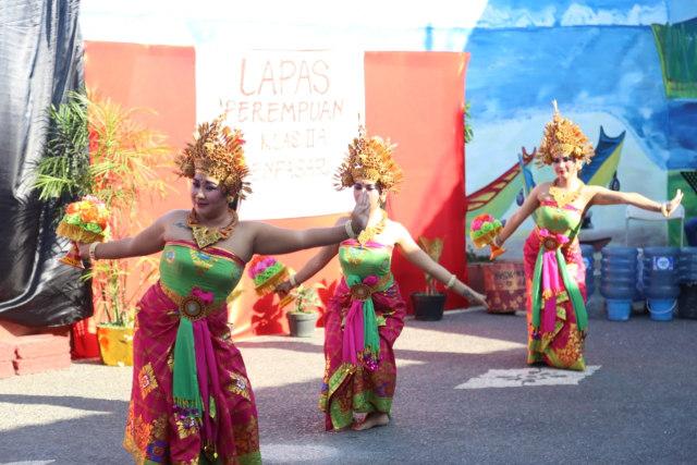 Rayakan HUT RI, Warga Binaan Lapas Perempuan Denpasar Gelar Parade Seni  (86951)