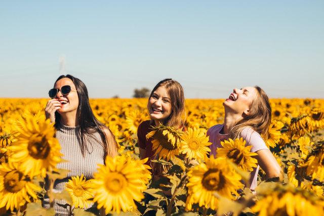 5 Alasan Wanita Berkacamata Dinilai Lebih Menarik  (205507)