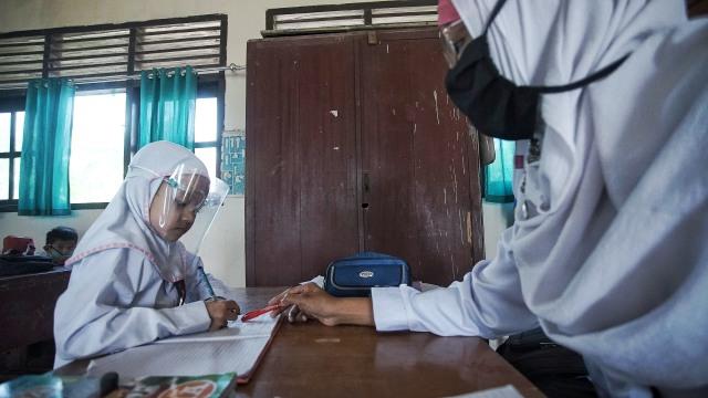 Foto: Aktivitas Siswa SD di Sumsel setelah Diizinkan Kembali Sekolah  (128245)