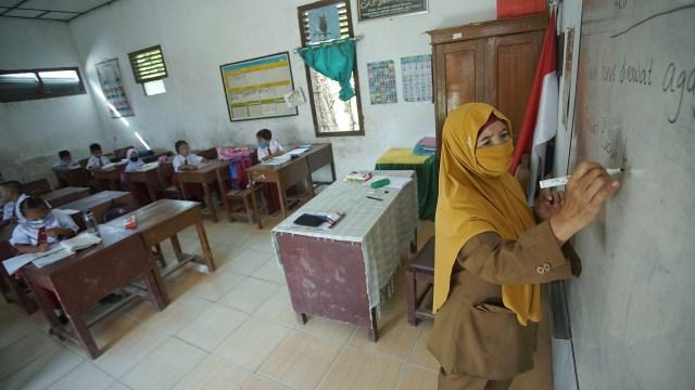 Foto: Aktivitas Siswa SD di Sumsel setelah Diizinkan Kembali Sekolah  (128247)