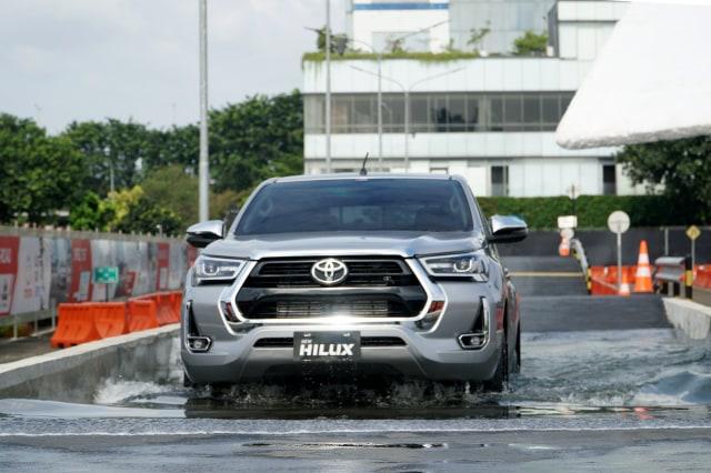 Mitsubishi Triton vs Toyota Hilux, Siapa Jawaranya?  (233579)