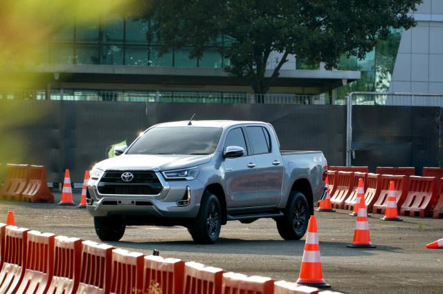 Berita Populer: Komparasi Toyota Hilux dan Mitsubishi Triton, Hyundai Palisade (23517)