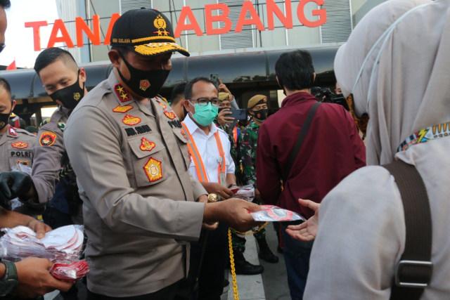 Kapolda Metro Jaya Pantau Operasi Yustisi di Tugu Tani-Grogol, 29 Orang Disanksi (224647)