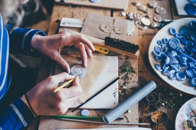 4 Contoh Kerajinan Bahan Limbah yang Kreatif dan Berguna (72322)