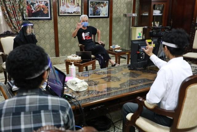 Ganjar Pranowo Ajak Warga Disabilitas Magang di Pemprov Jateng (597202)