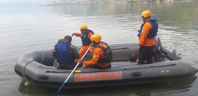 Pencarian Dihentikan, Remaja Tenggelam di Perairan Danau Toba Belum Ketemu (189014)