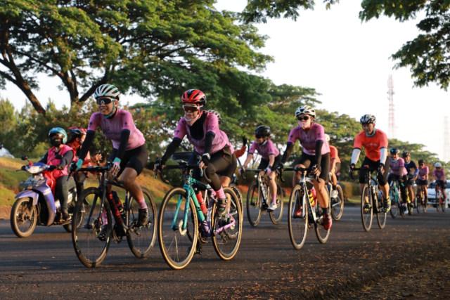 Ganjar Pranowo Ajak Nirina Zubir Mengikuti Tour de Borobudur (523018)