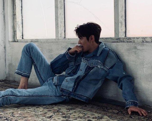 Ingin Tampil Cool? Intip Gaya Lee Min Ho yang Bisa Jadi Inspirasi (247)