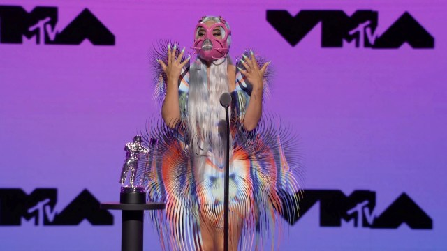 Gaya Nyentrik Selebriti di Ajang MTV VMA 2020, Lady Gaga Ganti Baju 9 Kali (15248)