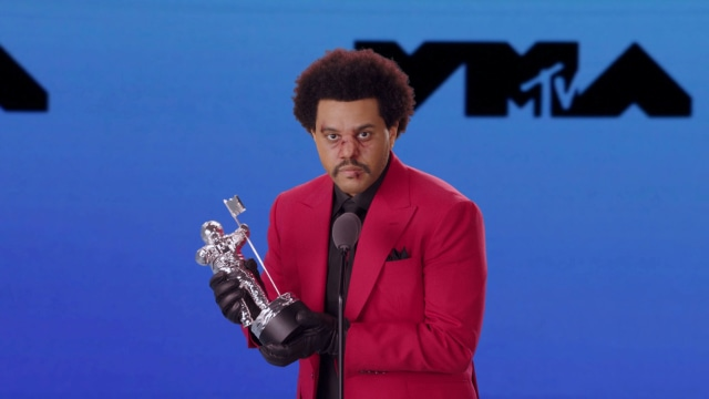 Gaya Nyentrik Selebriti di Ajang MTV VMA 2020, Lady Gaga Ganti Baju 9 Kali (15250)