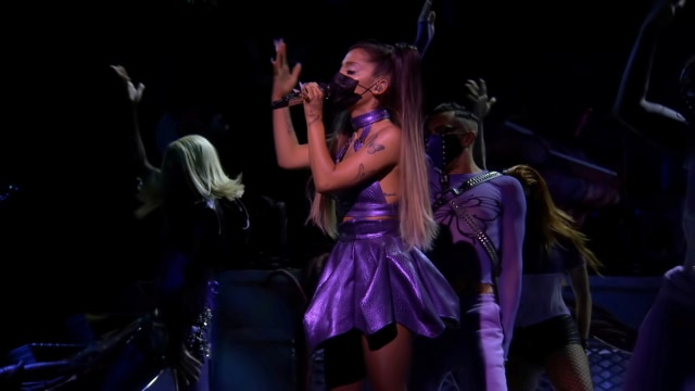 Gaya Nyentrik Selebriti di Ajang MTV VMA 2020, Lady Gaga Ganti Baju 9 Kali (15249)