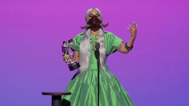 Gaya Nyentrik Selebriti di Ajang MTV VMA 2020, Lady Gaga Ganti Baju 9 Kali (15246)