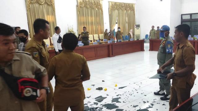 Pecahkan Kaca Meja, Ketua DPRD Tolitoli Nyaris Adu Jotos dengan Kepala BKD (3066)