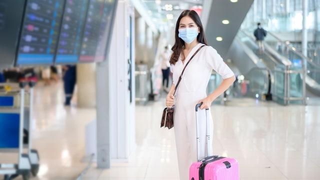 Amankah Traveling Setelah Divaksin? Ini Kata Ahli Epidemiologi (19516)