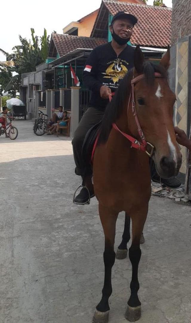 Paslon Bajo Latihan Naik Kuda Sebelum Daftar Pilwalkot Solo (959693)