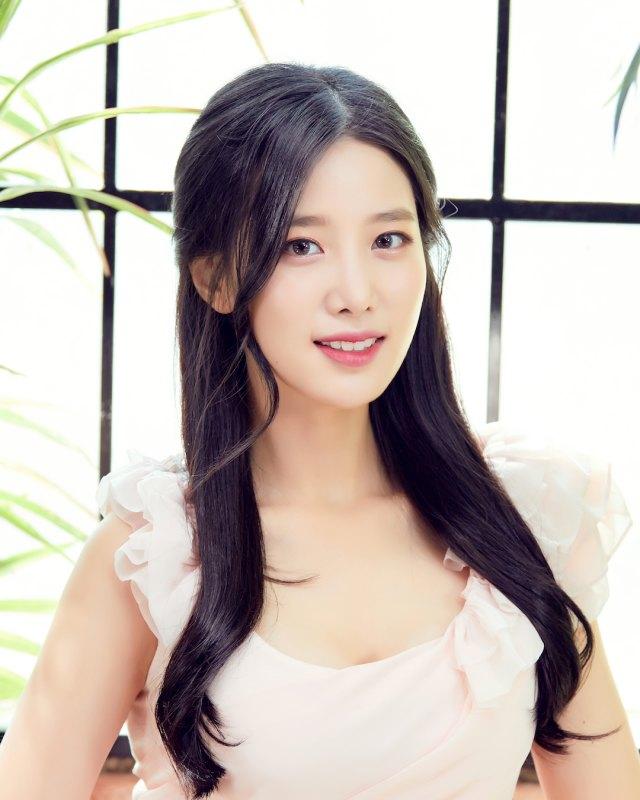 Sisi Lain Berry Good Johyun: Jago Skating Hingga Hobi Main Game Online (4767)
