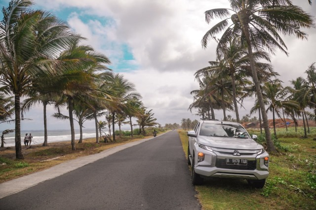 Mitsubishi Triton vs Toyota Hilux, Siapa Jawaranya?  (233580)