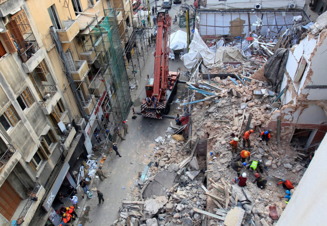 Sebulan Usai Ledakan Lebanon, Ada Tanda Kehidupan di Runtuhan Bangunan (3800)