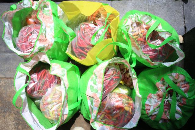 Dongkrak Harga Komoditas Pasar, ASN Pemprov Jateng Borong Sayur Petani (76444)