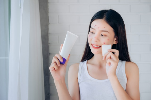 Pakai Skin Care Berbeda-beda Merek Ternyata Bisa Berbahaya, Ini Alasannya (595842)
