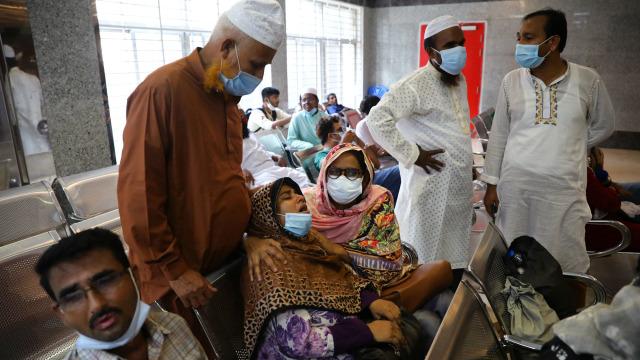 Foto: Ledakan di Masjid Bangladesh saat Jemaah Salat (303971)