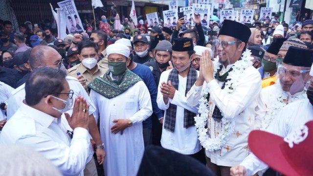 Saat UAS, Fadli Zon, hingga Ustaz Tengku Antar Erman ke KPU Bukittinggi (49309)
