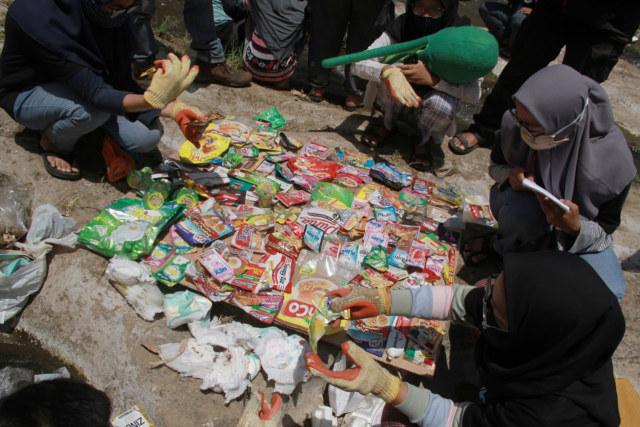 Foto: Pencemaran Mikroplastik, Sungai Brantas Kritis (291166)