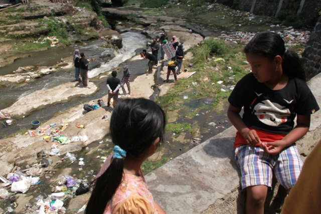 Foto: Pencemaran Mikroplastik, Sungai Brantas Kritis (291171)