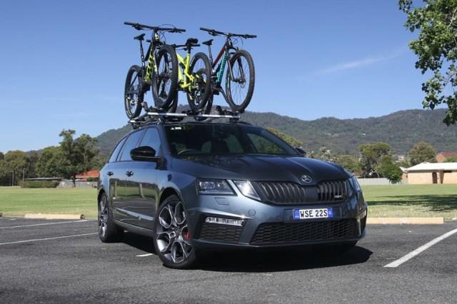 Amankah Bawa Sepeda di Atap dan Belakang Mobil? (312984)