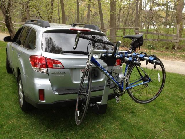 Amankah Bawa Sepeda di Atap dan Belakang Mobil? (312986)