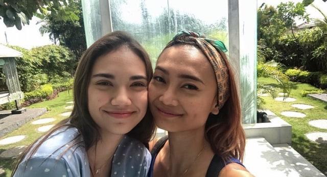 5 Potret Kedekatan Haico 'Samudra Cinta' dengan Ibu Tiri bak Kakak Adik (305012)