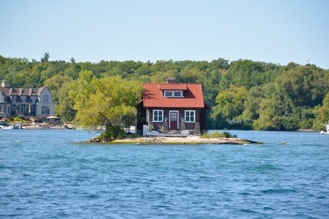 Menengok Pulau Terkecil di Dunia, Hanya Seukuran Satu Rumah (40591)
